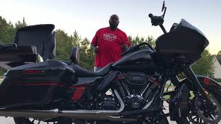 Download FHO PRESENTS A LOOK AT THE 2018 CVO ROADGLIDE Video