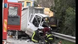Download Incidente mortale sulla SS 626. Perde la vita un autista di Riesi Video