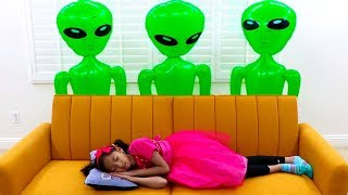 Download Wendy & Alex Pretend Play with Green UFO Aliens from Outer Space Video