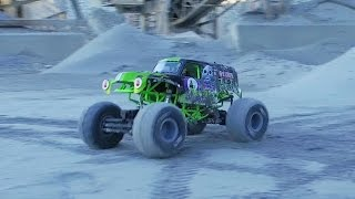 Download GRAVE DIGGER MONSTER JAM FREESTYLE! - Axial SMT10 crushing it! Video