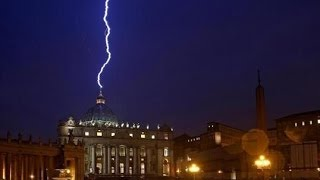 Download LIGHTNING STRIKES VATICAN MOMENTS AFTER POPE BENEDICT SHOCKS WORLD WITH RESIGNATION (FEB 12, 2013) Video