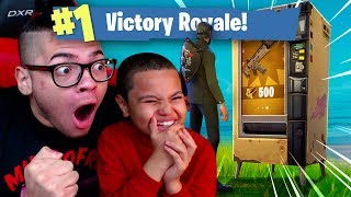 Download OMG *NEW* VENDING MACHINE IS INSANE! 9 YEAR OLD BROTHER COULDN'T BELIEVE THIS FORTNITE BATTLE ROYALE Video