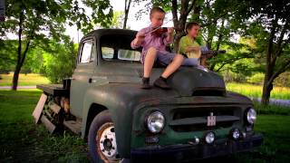 Download Froggie Went a Courtin' by Elizabeth Mitchell from Blue Clouds (Smithsonian Folkways) Video