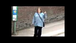 Download LE REVEIL DUROY - Danse en attendant son bus (ALICIA KEYS) Video