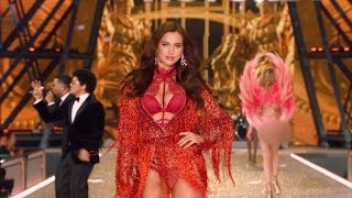 Download Victoria's Secret Fashion Show Model Could Be Expecting Baby with Bradley Cooper Video