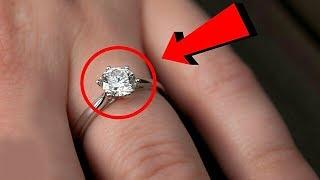 Download 30 Yıldır Aynı Yüzüğünü Takan Kadın, Açtığı Zaman Gözlerine İnanamadı ! Bunu Kimse Beklemiyordu ! Video