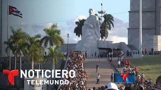 Download Multitudinaria despedida en Cuba a Fidel Castro | Noticiero | Noticias Telemundo Video