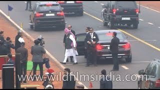 Download PM Narendra Modi breaks protocol, walks down Rajpath to greet people Video