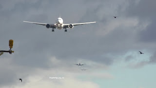 Download Airplanes lined up for landing at London Heathrow airport time lapse video Video