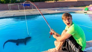 Download FISHING IN SWIMMING POOL!! (POND MONSTER) Video