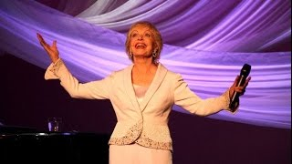 Download Florence Henderson , 'The Brady Bunch Mom' Funeral (Dies at 82) Video