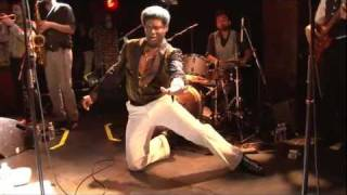Download Charles Bradley - This love ain't big enough - live in Paris 07.2011 Video