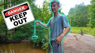 Download I Went Magnet Fishing At A DANGEROUS Spot (Abandon Bridge) Video