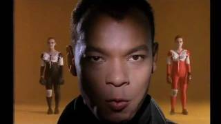 Download Fine Young Cannibals - She Drives Me Crazy (1989) Video