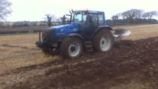 Download Valtra 8450 Hitech ploughing with 5F Overum Video