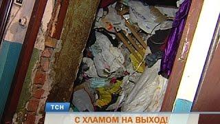 Download В Перми пенсионерку с сыном выселили из квартиры из-за гор мусора Video