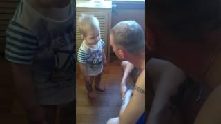Download Серьезный разговор папы с годовалым сыном!!! Video