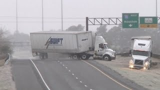 Download HD Tractor-trailer jackknife and Texas icy slides caught on camera - January 24, 2014 Video