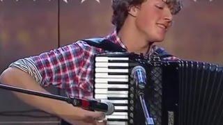 Download Niesamowity akordeonista w litewskim Mam Talent Video