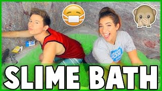 Download TAKING A SLIME BATH w/ THE GABBIE SHOW Video