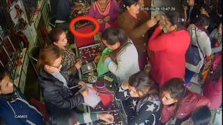 Download Women theft gold chain in Akarshak Jwellery Pokhara Video