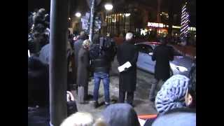 Download SRK fans go crazy in Berlinale 2012 Video