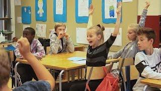 Download Plus question d'apprendre par coeur, il faut penser et s'exprimer ! - learning world Video