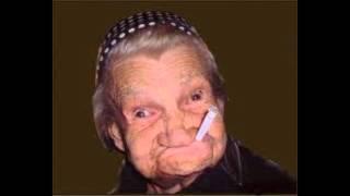 Download Styrta się pali (babcia dzwoni na policję) Video