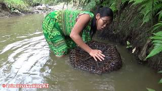 Download Survival skills - Primitive skills catch many fish and cooking fish - Eating delicious Video