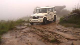 Download MAHINDRA BOLERO EXTREME OFFROADING IN HEAVY RAIN IN HILLY MOUNTAINS OF IDDUKI Video