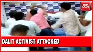 Download Dalit Activist Karne Srisailam Attacked At A Press Club In Hyderabad With Full Media View Video