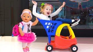 Download Настя и кукла пупсик играют в магазине Video
