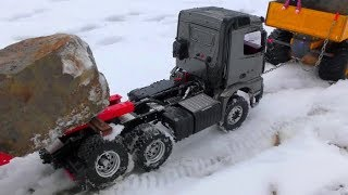Download RC VIHICLES ON THE ICE ROAD! BROKEN AXLE AT THE MERCEDES-BENZ 6x6! COOL RC MACHINES WORK IN THE SNOW Video