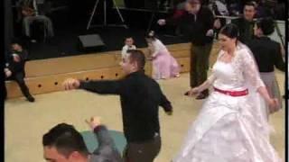 Download Metin Sevim'in Düğünü Aralık 2009 Hollanda - Köyümüz Muhtarı Oyun Havası Oynarken... Video