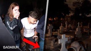 Download Visitamos una tumba donde se escuchan llantos Video