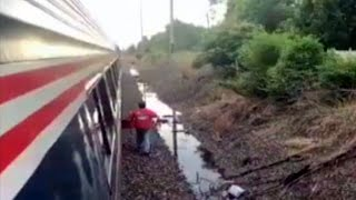 Download Delivery Man Brings Pizza to Passenger Aboard Stalled Amtrak Train Video