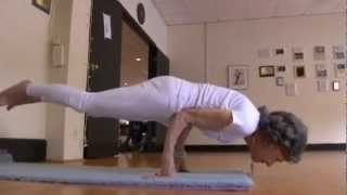 Download 93 Year-Old Yoga Instructor Can Still Pose Perfectly Video