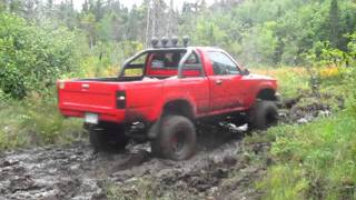 Download 93 4x4 Toyota Hilux Pickup Off Roading in mud... Leaf spring snap Video