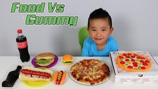 Download FOOD Vs Giant GUMMY Kids Fun Challenge Giant Candy sweets Food Tasting Game Ckn Toys Video