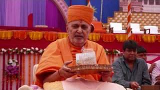 Download Aaj sakhi anandni heli -Swaminarayan Bhajan 12 Video