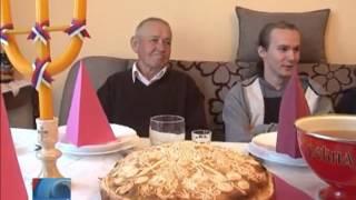 Download Porodici Durić okupljena ispred ikone Sv. Đorđa Video