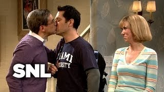 Download Kissing Family: Austin Brings His Roommate Home from College - SNL Video
