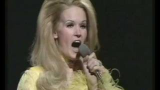 Download Lynn Anderson - I Beg Your Pardon, I Never Promised You A Rose Garden (BBC Top Of The Pops) Video