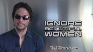 Download IGNORE BEAUTIFUL WOMEN - #1 SECRET TRICK FOR ATTRACTING HOT WOMEN WITH NO EFFORT! Video