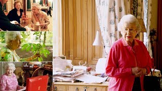Download A minute-by-minute glimpse into the Queen's daily routine - One's jolly busy day Video