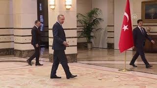 Download Dünya lideri Erdoğan Külliye'de personele böyle takıldı Video