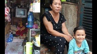 Download 2 bà cháu tá túc giữa khe hở rộng tầm 1 mét vuông, bé mong ước được đến trường Video