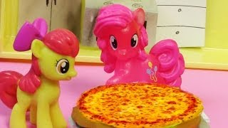 Download Pinkie Pie Pizza Pie - My Little Pony Apple Bloom MLP Toy Baking Cooking Series Blind Bag Video