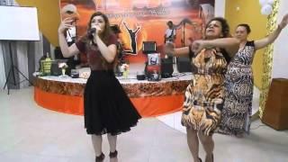Download Missionária Leandra Nascimento faz Medley de corinhos com a no Ministério Yehudi Video