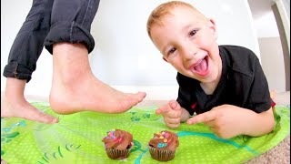 Download Father & Son PLAY DON'T STEP IN CUPCAKES! / Avoid The Icing! Video